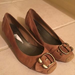 Super cute brown ballet flats with tiny wedge